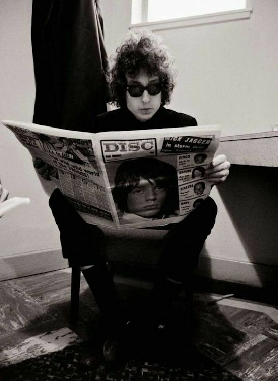 bob dylan reading disc weekly magazine